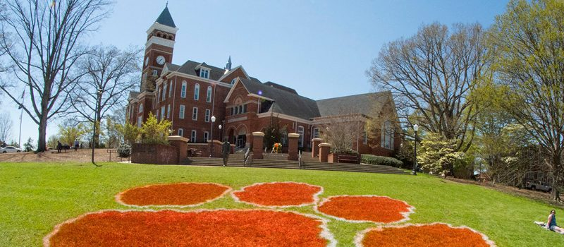 4 Tips to Know Before Enrolling in College