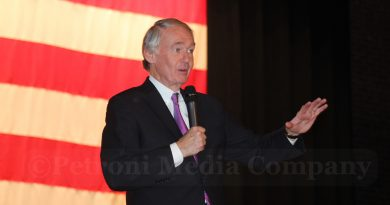 Senators Markey and Carper Introduce Legislation to Reduce Carbon Pollution from National Highway System