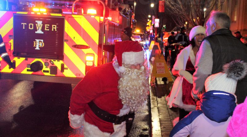 PHOTO OF THE DAY: Santa Arrives on Framingham Fire Truck for 28th Annual Tree Lighting